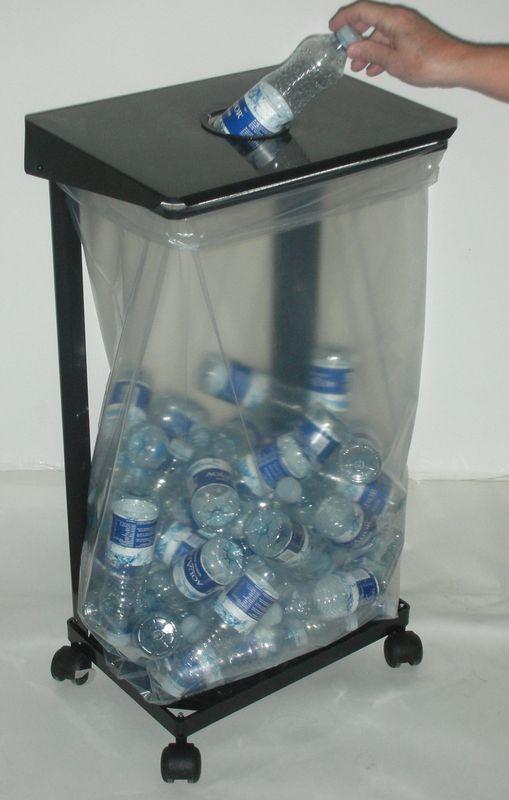 Affaldsstativ til indsamling af kildevandsflasker