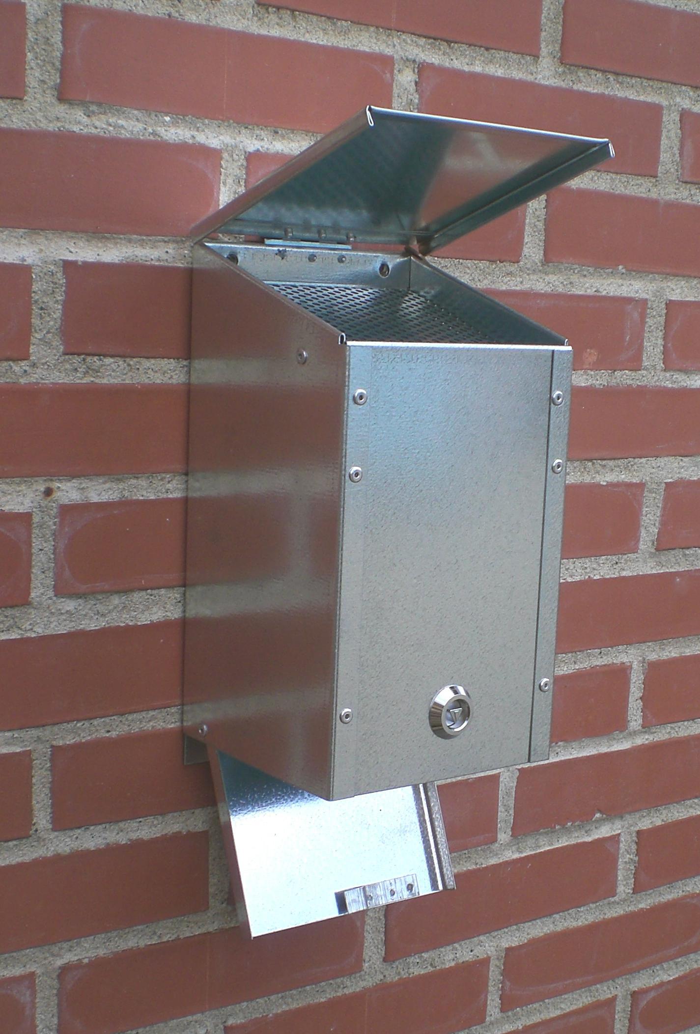Vægaskebox med hængsellåg